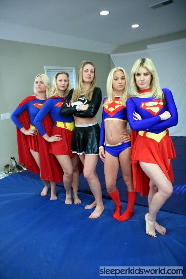 Superheroine League