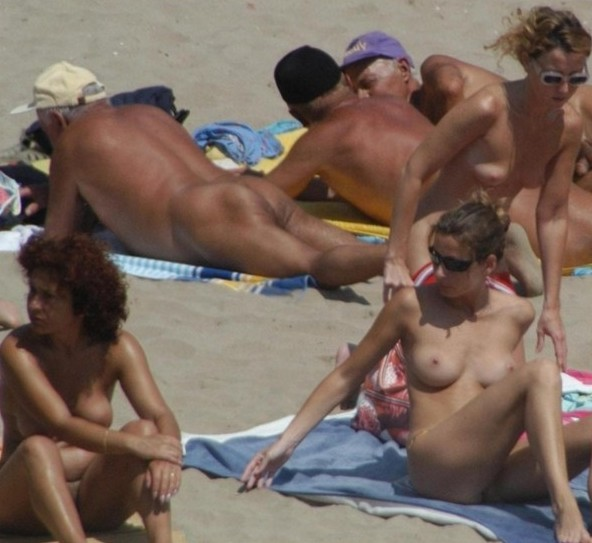 Fucking Beach – Bare Breasts On Beach