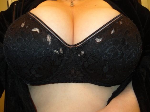 Black bra tits